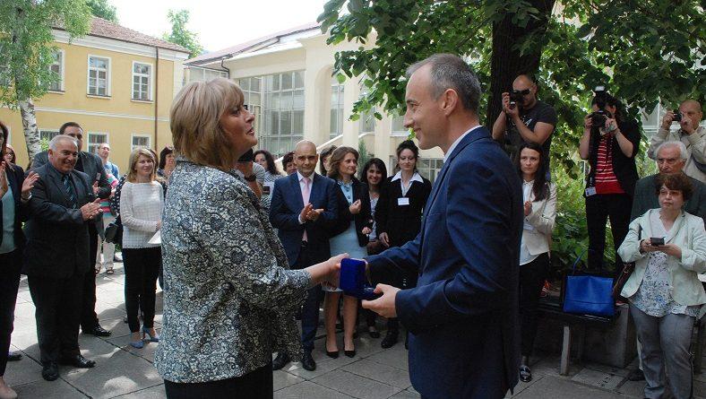 Ученици изнесоха урок на министъра на образованието в Габрово
