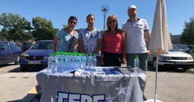 210 бутилки вода раздадоха младежите на ГЕРБ в Костенец